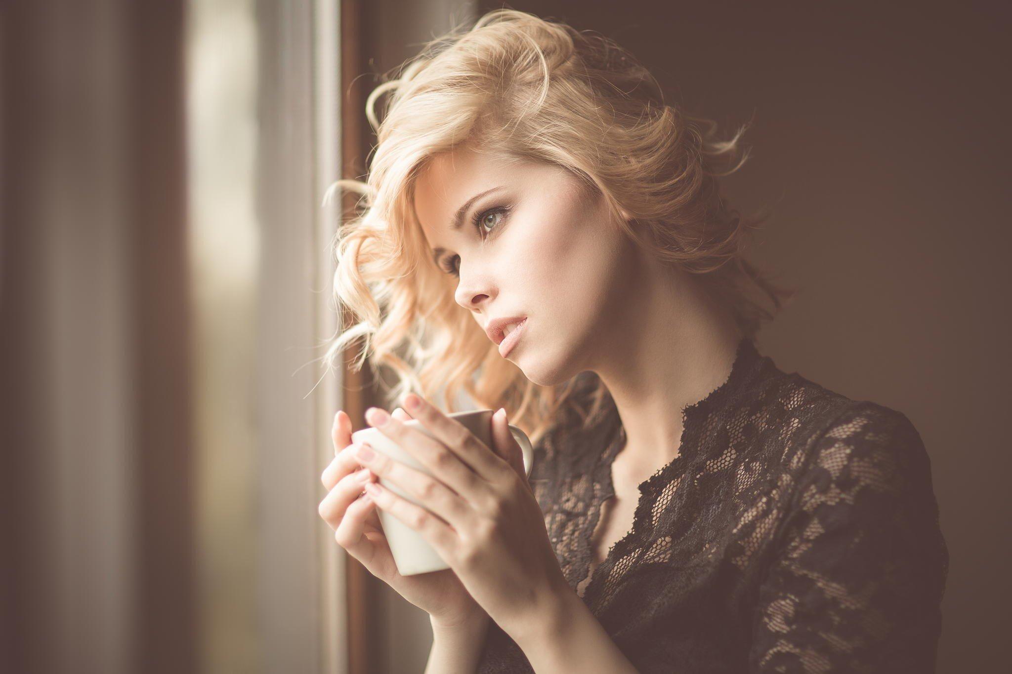 women, Blonde, Curly hair Wallpaper