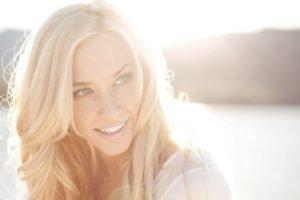 women, Blonde, Sunlight, Water, Blue eyes