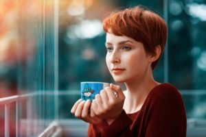 women, Redhead, Short hair, Blue eyes, Cup, Freckles