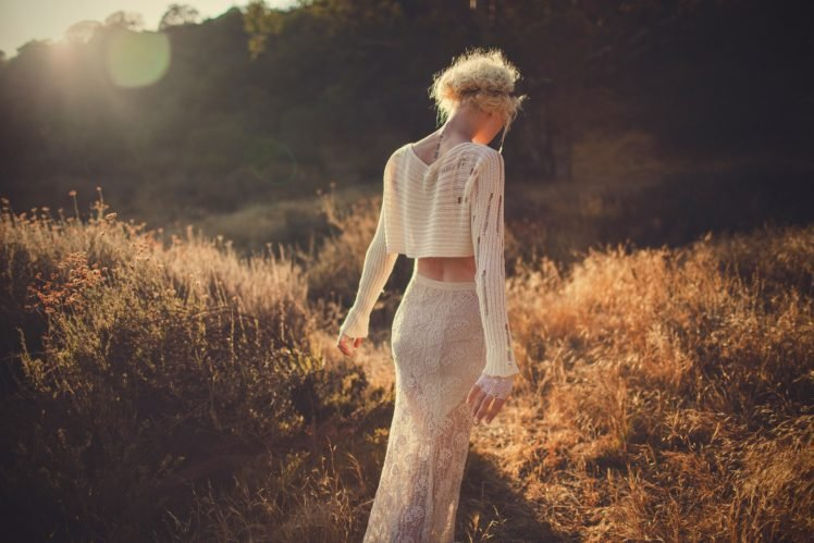 women, Women outdoors, Blonde, Curly hair, White clothing, Tattoo HD Wallpaper Desktop Background