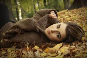 model, Brunette, Long hair, Women outdoors, Nature, Trees, Leaves, Sweater, Piercing, Fall, Brown eyes, Pierced lip, Sandra, Face