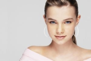 Indiana Evans, Blue eyes, Blonde, Face