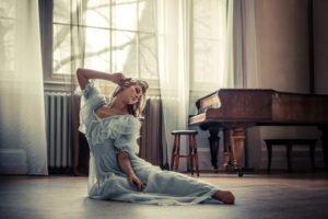 women, Piano, Raphaella McNamara