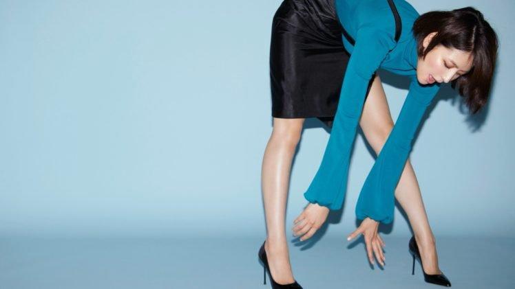Masami Nagasawa, Asian, Women, Bending over, Simple background, High heels, Short hair, Turtlenecks, Brunette HD Wallpaper Desktop Background