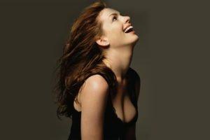 Anne Hathaway, Women