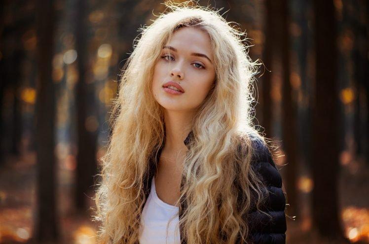 women, Model, Blonde, Women outdoors, Curly hair, Juicy lips HD Wallpaper Desktop Background