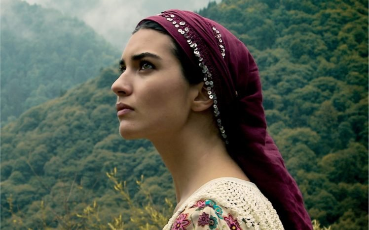 women, Tuba Büyüküstün, Brunette, Women outdoors, Actress, Scarf, Looking away HD Wallpaper Desktop Background