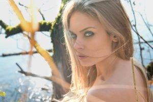 model, Women, Blonde, Looking at viewer, Green eyes, Sun rays, Smoky eyes