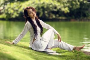 women, Model, Brunette, Long hair, Women outdoors, Asian, Grass, Water, Trees, Park, Smiling, White clothing, Barefoot
