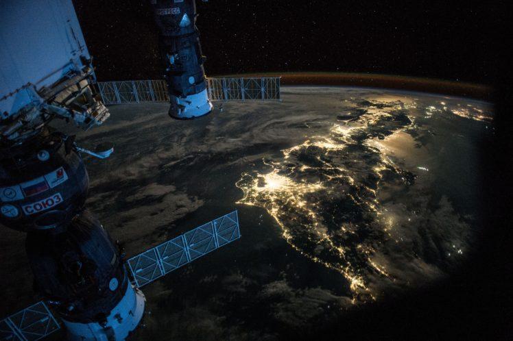 International Space Station, Soyuz, ISS, Space, Earth, City lights, Japan HD Wallpaper Desktop Background