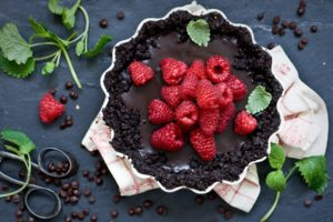 scissors, Fruit, Food, Dessert, Raspberries, Chocolate cake