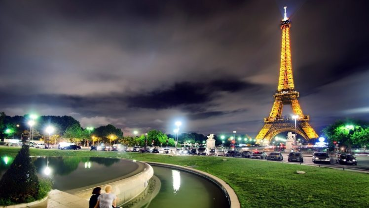 couple, Architecture, Building, City, Cityscape, Urban, Night, Lights, Clouds, Eiffel Tower, Paris, France, Street light, Car, Trees, Water, Grass HD Wallpaper Desktop Background