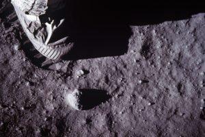 Apollo, Moon