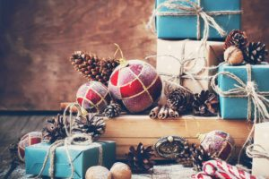 Christmas ornaments, Snow, Presents, Pine cones