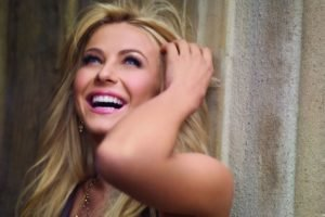 women, Blonde, Long hair, Dancers, Actress, Julianne Hough, Smiling, Blue eyes, Laughing, Women outdoors, Face