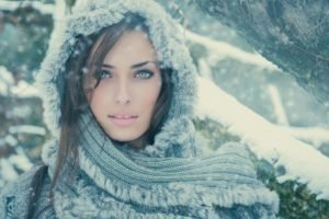 women, Model, Scarf, Winter, Looking at viewer, Green eyes, Brunette, Sarah Allag, Kohl eyes