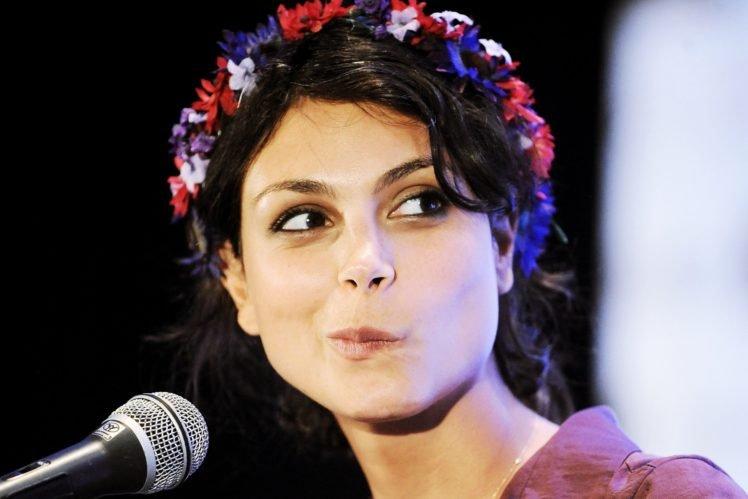 Morena Baccarin, Face, Wreaths, Women, Actress HD Wallpaper Desktop Background