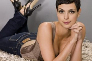 Morena Baccarin, Cleavage, Short hair, Women, Lying on front, High heels, Makeup, Looking at viewer, Brunette, Brown eyes, Sexy