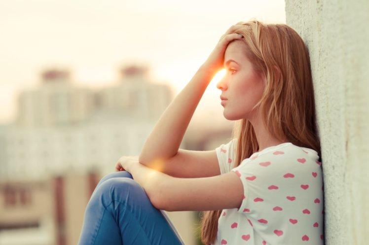 women, Blonde, Sunlight, Jeans, T shirt, Hands on head, Hearts, Depth of field HD Wallpaper Desktop Background
