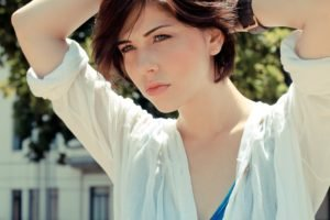 Bia Arantes, Actress, Blue eyes, Model, Short hair
