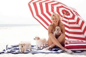 Margot Robbie, Women, Blonde, Dog, Animals, Curly hair, Umbrella, Puppies