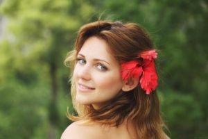 women, Face, Blue eyes, Looking back, Flower in hair