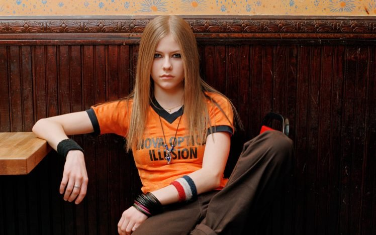 Avril Lavigne, Women, Blonde, Blue eyes, T shirt HD Wallpaper Desktop Background