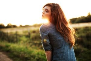 women, Sunlight, Long hair, Shirt, Redhead, Freckles, Sunset, Women outdoors, Depth of field