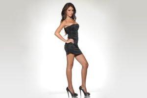 Melanie Iglesias, Brunette, High heels, Black dress, Model, Simple background