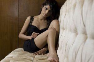 women, Freida Pinto