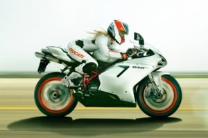 blonde, Ducati 848 EVO