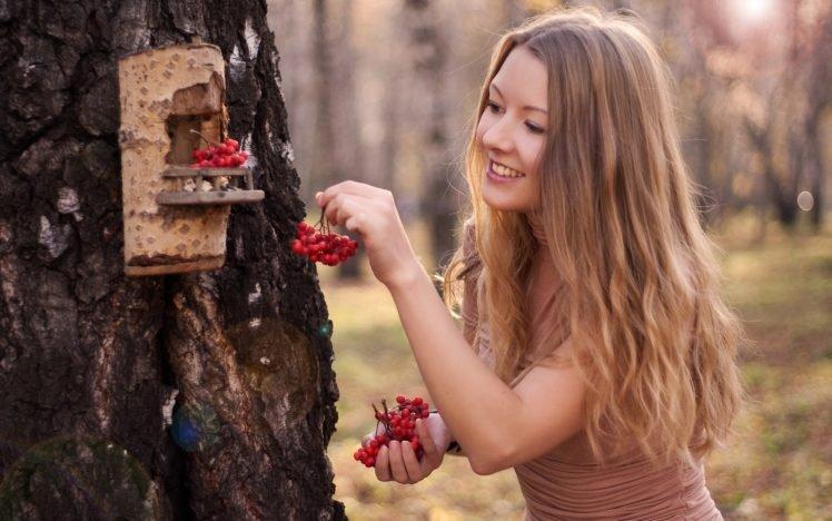 women, Model, Blonde, Long hair, Women outdoors, Trees, Nature, Wood, Smiling, Sunlight HD Wallpaper Desktop Background
