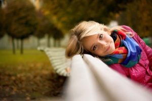 fall, Women, Blonde, Scarf, Bench, Looking at viewer, Face, Women outdoors, Park, Smiling, Depth of field, Trees