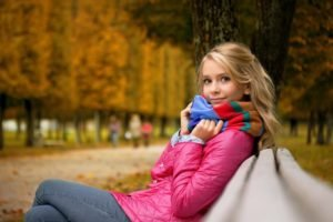 fall, Women, Blonde, Scarf, Bench, Jeans, Looking at viewer, Women outdoors, Park, Depth of field, Trees