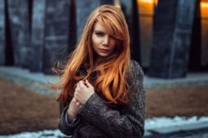 women, Redhead, Looking at viewer, Women outdoors, Depth of field, Georgiy Chernyadyev, Long hair, Coats, Kohl eyes, Antonina Bragina