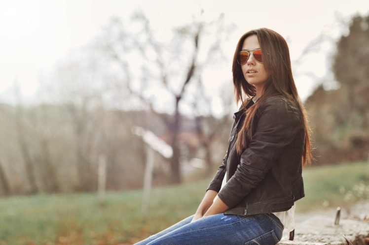women, Brunette, Jeans, Sunglasses HD Wallpaper Desktop Background