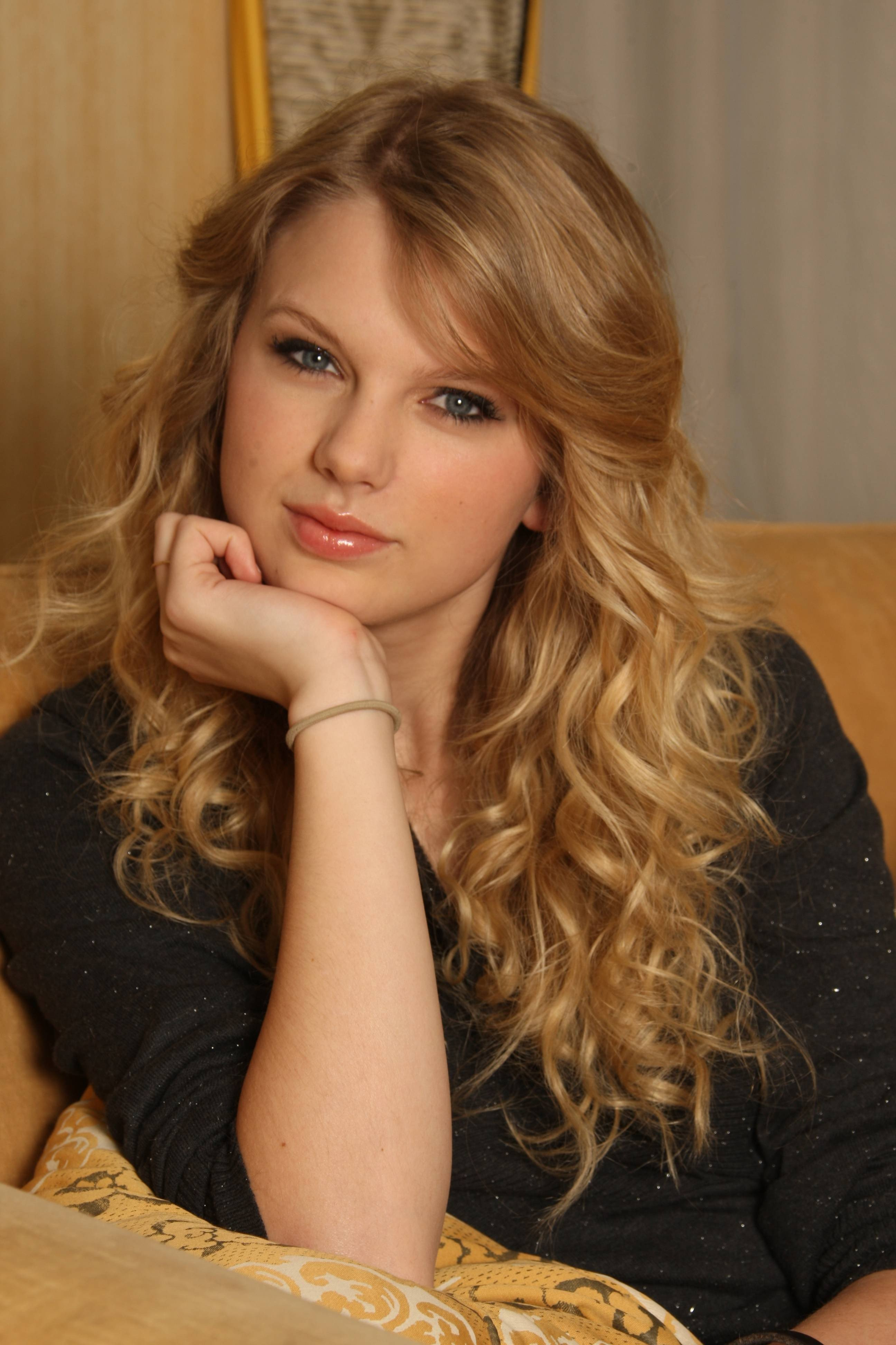 Taylor Swift Women Blonde Curly Hair Blue Eyes Hd Wallpapers Desktop And Mobile Images Photos