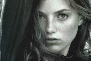 women, Portrait, Looking at viewer, Monochrome, Face, Freckles, Brunette