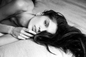 women, Monochrome, Alesia Riabenkova, Brunette, Topless