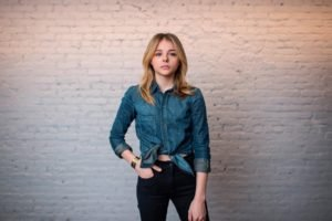 Chloë Grace Moretz, Women, Actress, Blonde, Jeans, Shirt