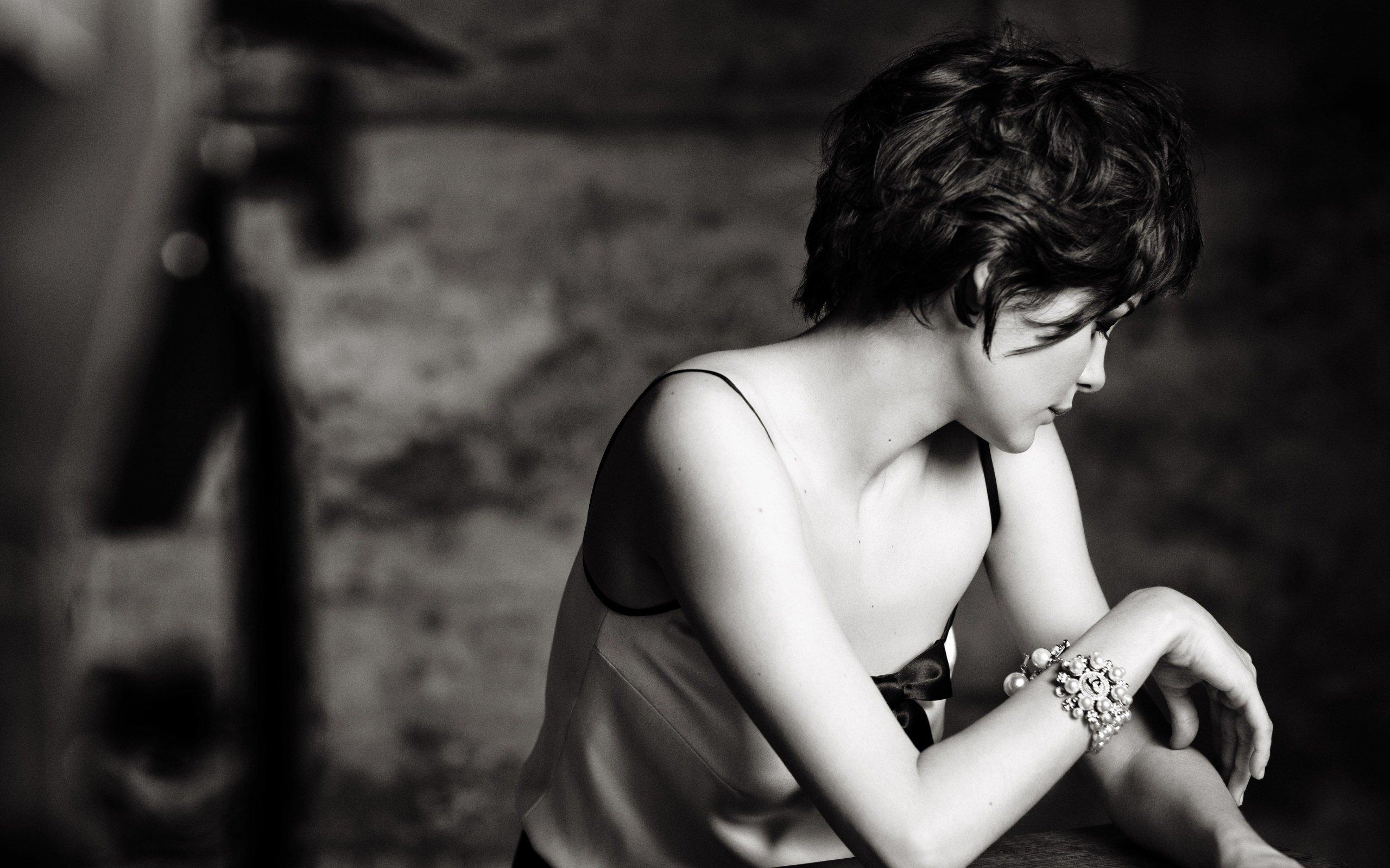 Women Audrey Tautou Short Hair Actress Monochrome