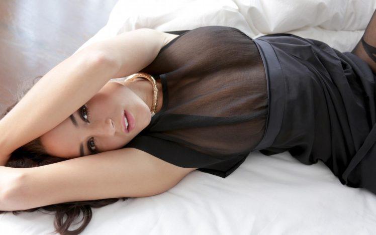 Rosie Jones, Model, Women, Nipples through clothing, In bed, Sensual gaze, Brunette, No bra HD Wallpaper Desktop Background
