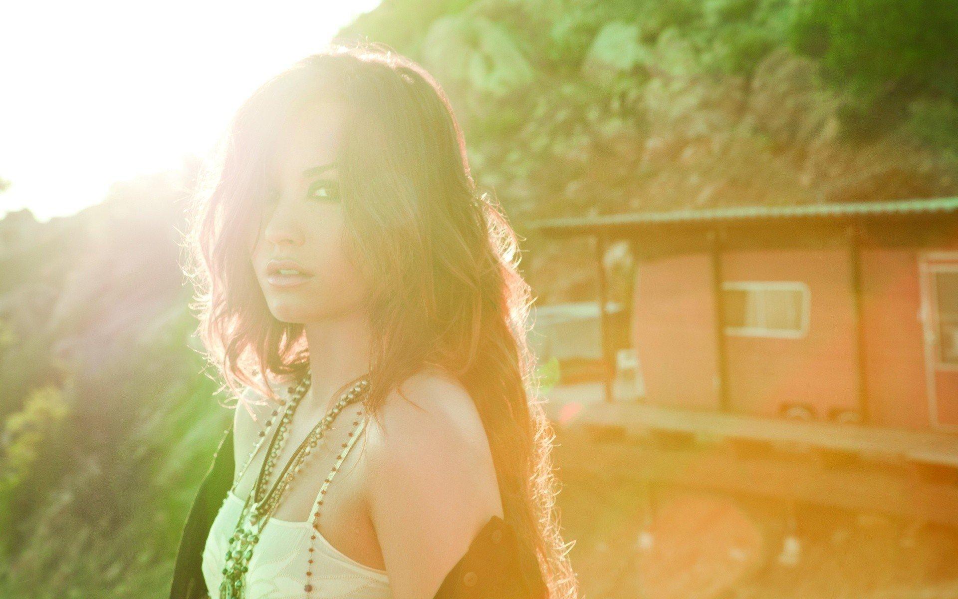 Demi Lovato, Women, Face, Sunlight, Singer Wallpaper