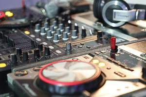 DJ, Mixing consoles, Headphones