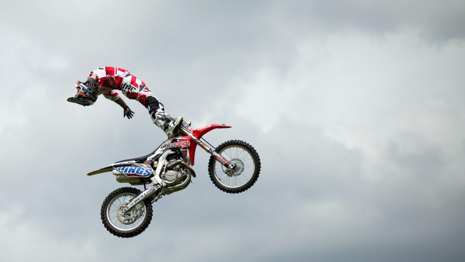 motocross, Stunts Wallpaper