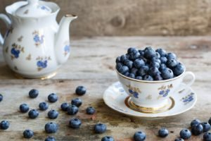 cup, Tea, Wooden surface, Blueberries