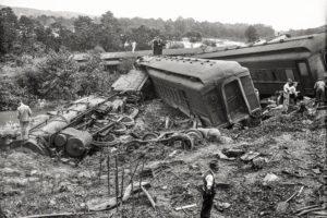 monochrome, Train, Steam locomotive, Crash