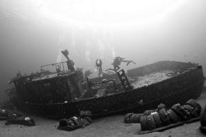 divers, Monochrome, Underwater, Shipwreck
